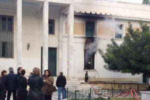 Απέχουν Τρίτη και Τετάρτη των καθηκόντων τους οι δικηγόροι της Κορίνθου
