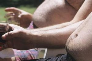 Πώς το αλκοόλ συνδέεται με τον κίνδυνο εμφάνισης καρκίνου του δέρματος
