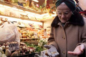 Ένας στους τρεις Ιταλούς δεν μπορεί να καλύψει τα μηνιαία έξοδά του