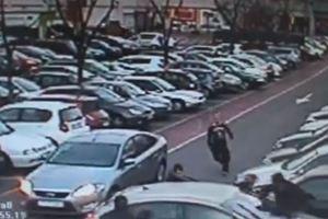 Θρασύτατος ληστής κλέβει αυτοκίνητο με ένα μωρό μέσα