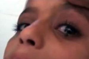 Κλαίει και βγαίνουν πέτρες από τα μάτια της