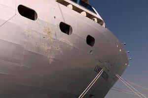 Γιατί σε κάποιες χώρες «βαφτίζουν» τα πλοία με σαμπάνια