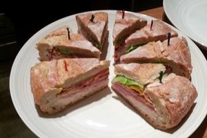 Το πιο μερακλήδικο και μπελαλίδικο σάντουιτς