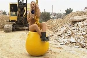 Σε ρόλο Miley Cyrus η Λάουρα Νάργες