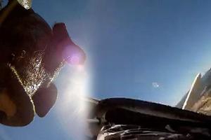 Κάμερα πέφτει από αεροπλάνο και καταλήγει σε φάρμα χοίρων