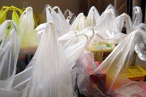 Πρόστιμα έως 5.000 ευρώ για τις πλαστικές σακούλες