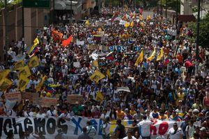 Χιλιάδες υποστηρικτές του Μαδούρο στους δρόμους «ενάντια στο φασισμό»