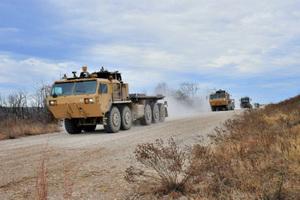 Έρχονται τα αυτοκινούμενα φορτηγά του αμερικανικού στρατού