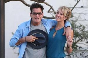 Παντρεύεται ο Charlie Sheen