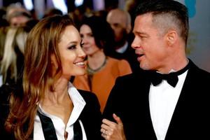 Ασορτί στο κόκκινο χαλί Angelina Jolie και Brad Pitt