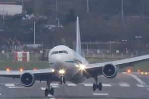 Μια προσγείωση που θα τη θυμούνται πάντα οι επιβαίνοντες!