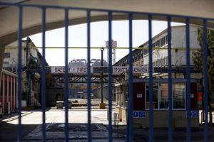 Κλείνουν την εθνική οι εργαζόμενοι στη Χαλυβουργική