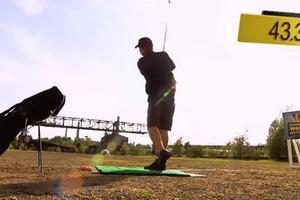 Πόσα μπαλάκια του γκολφ θα πιάσει από τα 100 μέτρα;
