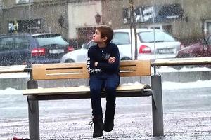Θα βοηθούσατε ένα παιδί που ξεπαγιάζει στο δρόμο;