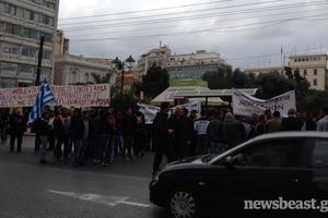 Διαμαρτυρία αθιγγάνων στην πλατεία Κλαυθμώνος