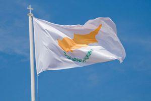 Δύο ώρες έχει από σήμερα η Κύπρος