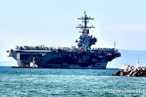 Στον Πειραιά δύο αμερικανικά πολεμικά πλοία