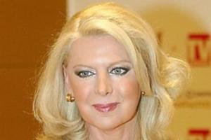 Η Έλενα Ακρίτα αποχαιρετά το Λουκιανό Κηλαηδόνη