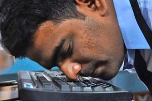 Έσπασε το ρεκόρ Γκίνες ο Ινδός που πληκτρολογεί με τη... μύτη