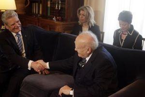 «Η Ελλάδα δεν παραιτήθηκε ποτέ των διεκδικήσεών της»