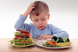 Πώς να μάθετε το παιδί να τρώει σωστά