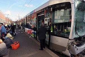Τριαντατρείς τραυματίες από σύγκρουση 3 τραμ στο Ρότερνταμ