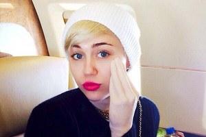 Η Miley Cyrus και το... «χέρι του Άδωνη»