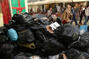 Συνεχίζει να πνίγεται στα σκουπίδια η Τρίπολη
