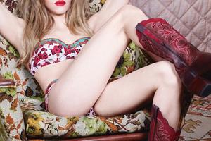 Η Amanda Seyfried φωτογραφήθηκε με τα εσώρουχα – Newsbeast 7cd7155a842