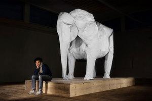 Δημιουργώντας ένα ελέφαντα με ένα κομμάτι χαρτί