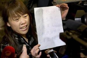 Με απεργία πείνας απειλούν οι συγγενείς επιβατών του χαμένου αεροσκάφους