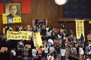 Διαδηλωτές κατέλαβαν τη Βουλή της Ταϊβάν