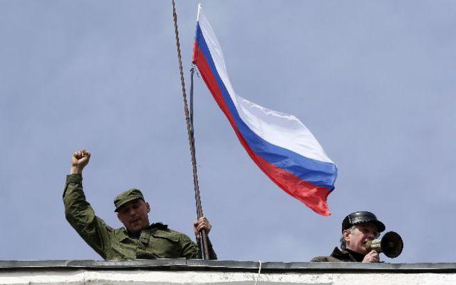 Το ΝΑΤΟ καταγγέλλει τη Ρωσία για την ενίσχυση του στρατού της στην Κριμαία