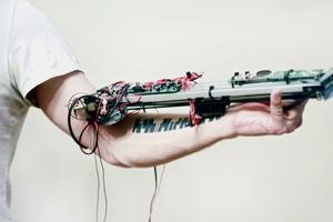 Ρομποτικό όργανο μετατρέπει τα τατουάζ σε μουσικές συνθέσεις
