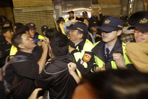 Αντλίες νερού και συλλήψεις στην Ταϊβάν