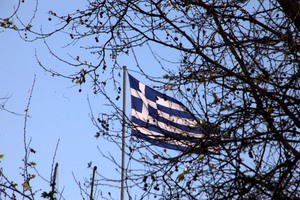 Telegraph: Απελπισμένη η ελληνική κυβέρνηση συμφωνεί σε σκληρή λιτότητα