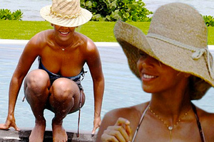 H Beyonce χαλαρώνει στην πισίνα