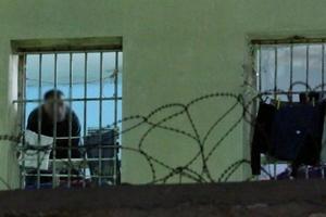 Αρνείται τις κατηγορίες για παρότρυνση κρατουμένων σε κινητοποιήσεις