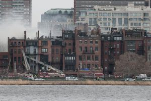 Δύο νεκροί πυροσβέστες σε πυρκαγιά στη Βοστόνη