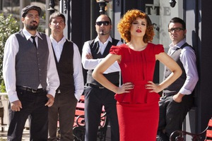 Οι Penny and the Swingin' Cats νικητές του Jumping Fish Artist Contest