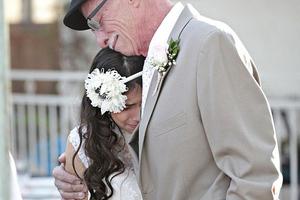 Ετοιμοθάνατος πατέρας συνόδευσε την 11χρονη κόρη του στο «γάμο» της
