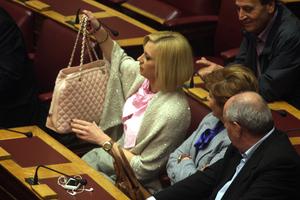 Η Ραχήλ Μακρή και η... πανάκριβη τσάντα της