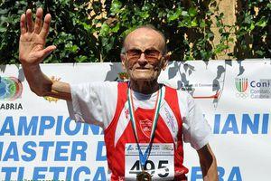 Ο 97χρονος πρωταθλητής με τα 10 χρυσά μετάλλια!