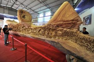 Το πιο εντυπωσιακό και μεγάλο ξύλινο γλυπτό