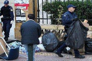 Ενταση κατά τις συλλήψεις για παρεμπόριο έξω από την ΑΣΟΕΕ