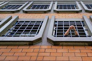Οι προϋποθέσεις χορήγησης εκπαιδευτικής άδειας σε κρατούμενους με βραχιολάκι