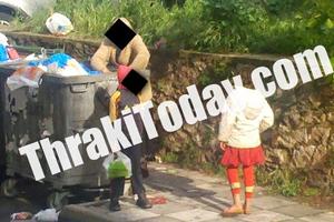 Οικογένεια ψάχνει τροφή στα σκουπίδια