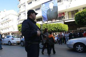 Σφίγγει ο κλοιός γύρω από τον πρόεδρο της Αλγερίας