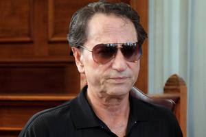 Χριστοδουλόπουλος: Θα κάνω τη Μέρκελ να τραγουδήσει τα «Στέφανα»
