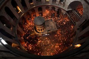 Ολοκληρώθηκε η τελετή Αφής του Αγίου Φωτός